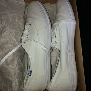 Almost Brand New White Keds (MAKE OFFERS)